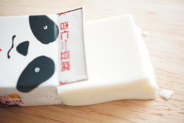 パッケージから出したパンダ杏仁豆腐