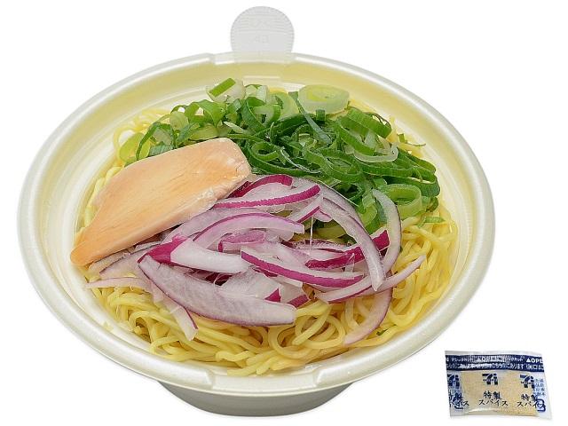 濃厚スープを味わう鶏白湯ラーメン