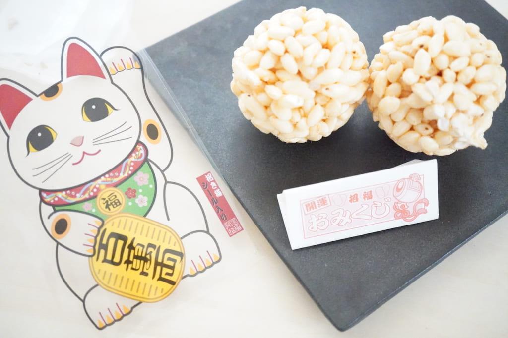 ねこ玉ポン菓子とおみくじと招き猫シール