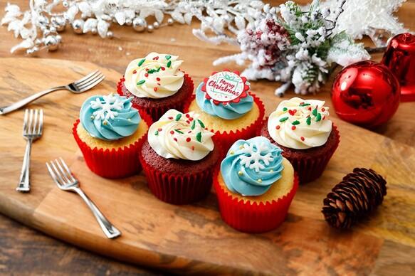 【土日着はお早めに】スノークリスマスボックス(6個入り)英国レシピカップケーキ