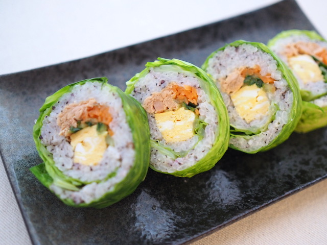 「キャベツのカラフル巻き寿司」