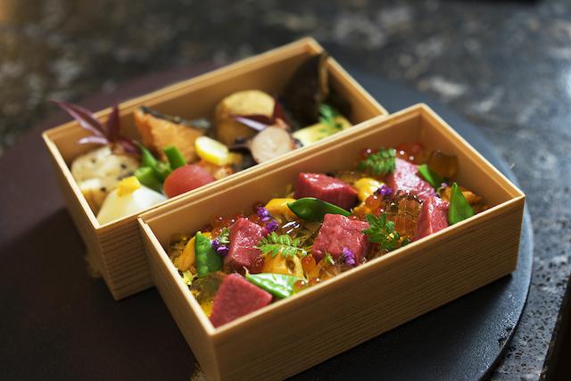 佐賀牛と雲丹の肉ちらし弁当