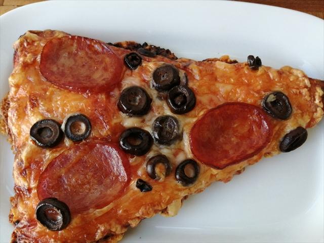 ピザお皿の上