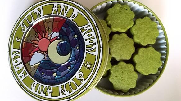 ☆カルピスバターのショートブレッド缶 抹茶(お菓子のミカタ・太陽と月缶)