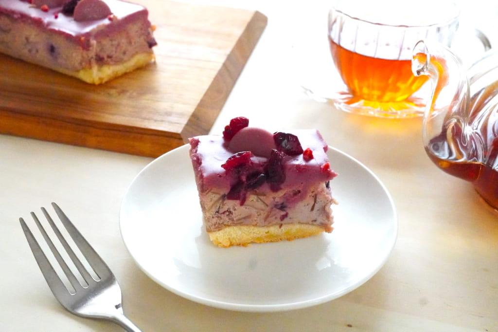 ルビーショコラチーズケーキと紅茶