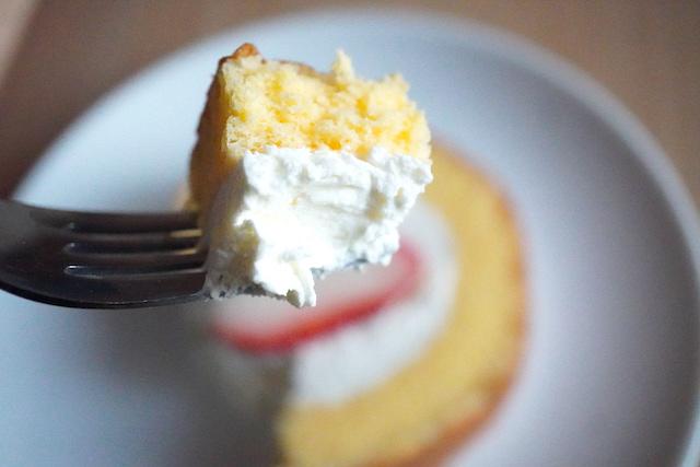 スポンジケーキとクリーム