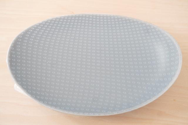 ラップをした楕円のお皿