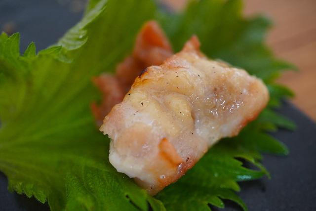 紫蘇と梅肉で食べる焼き鳥
