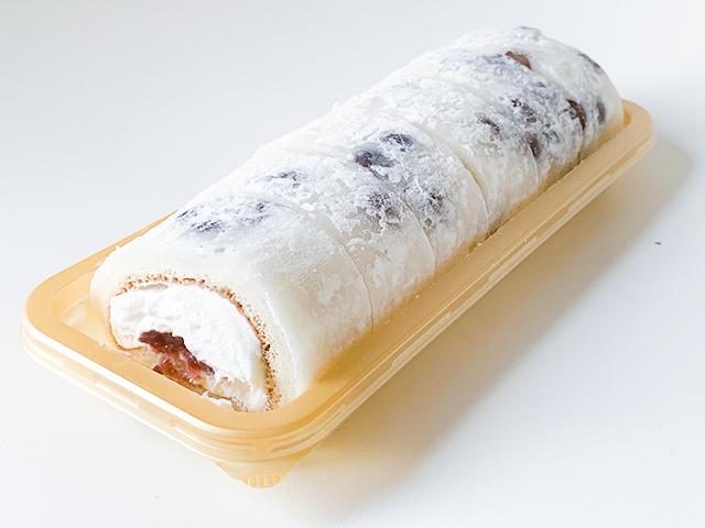 細長いロールケーキはすでに切り分けてあり、すぐに食べれられる仕様