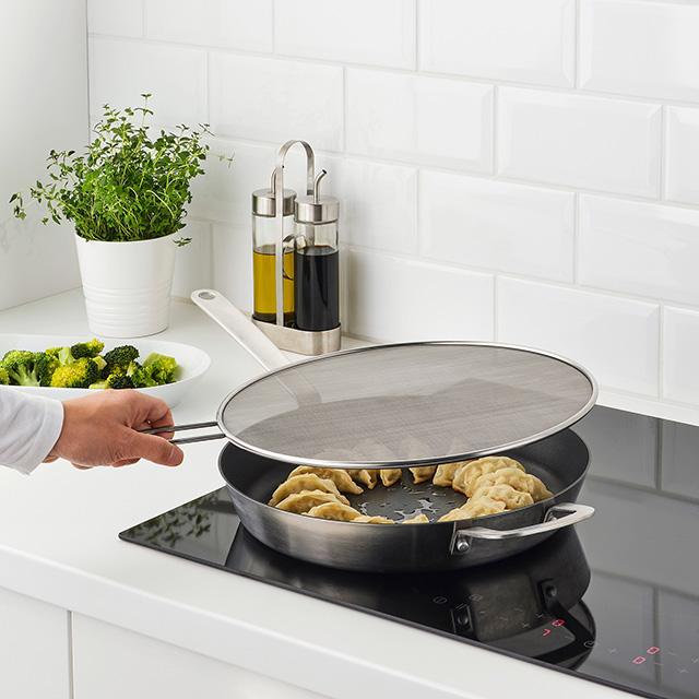 イケアのおすすめ新商品7選「調理器具」【3月20日】 KLOCKREN/クロックレン油はね防止用ふた 34 cm
