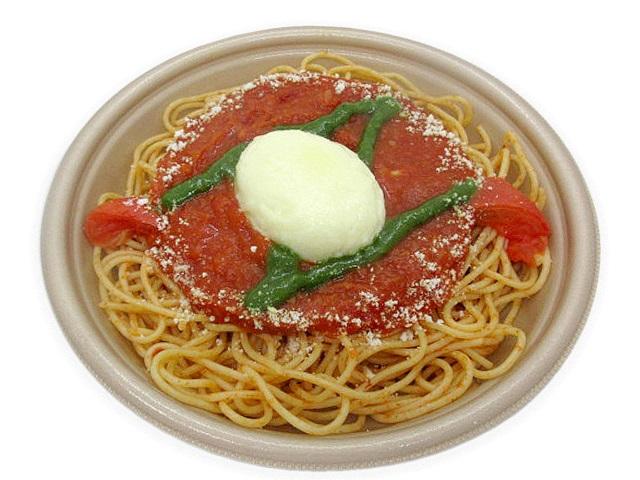 とろーりモッツァレラチーズソースのトマトパスタ