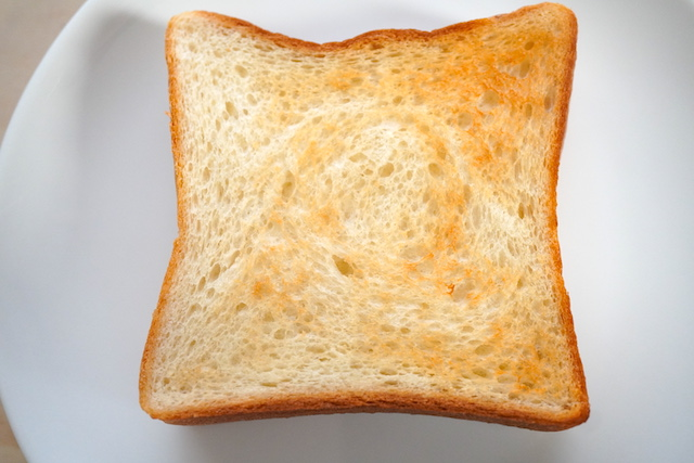 トーストした食パン
