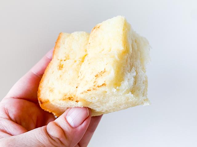 フレンチトーストをちぎって早速実食!