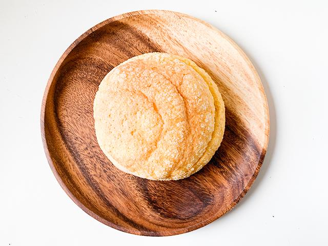 メロンパンというよりは黄色いたまごパンという感じ