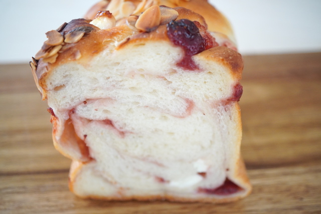 特製いちご食パン