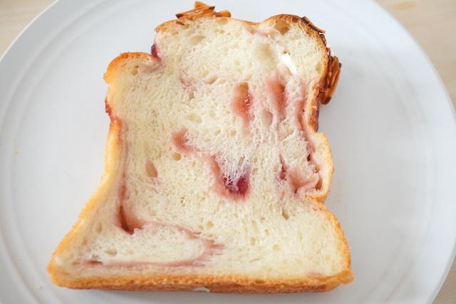特製いちご食パン1切れ