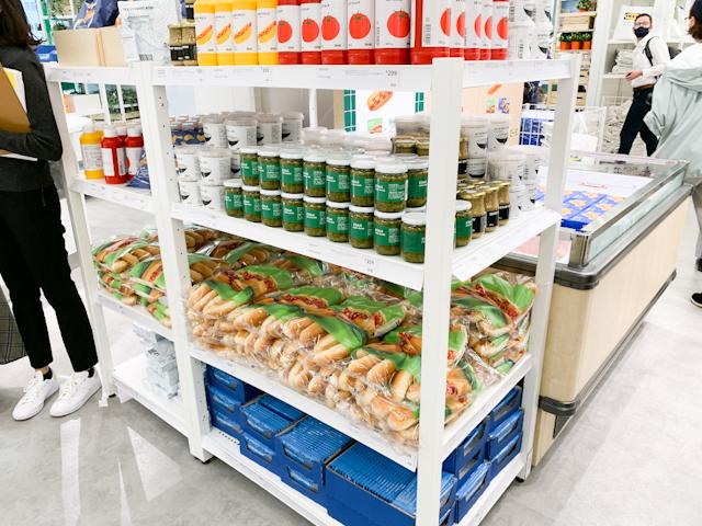 ホットドック用のパンなどは、ミートボールと一緒に買って家でミートボールドッグを作っても
