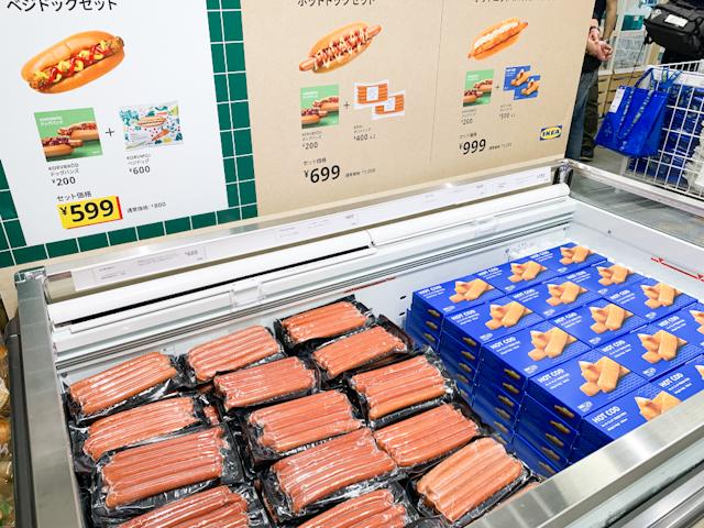 「スウェーデン バイツ」には量り売りのデリと一緒に食品ももちろん販売しています。
