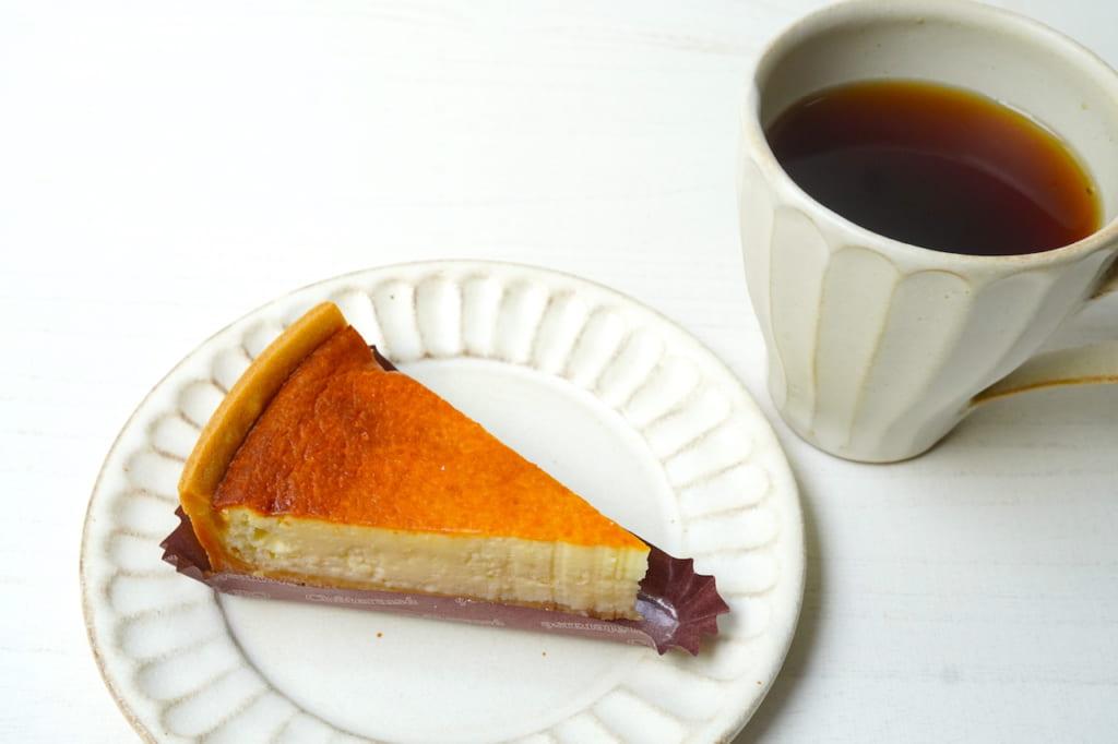 濃厚ベイクドチーズケーキとコーヒー