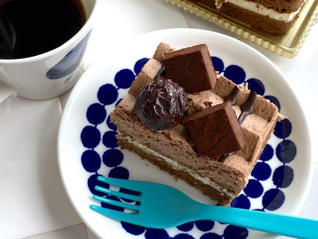 シャトレーゼ「生チョコとトリュフのバトン」カットしてコーヒーと