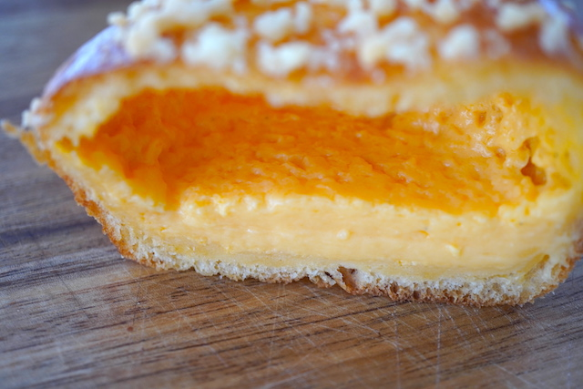 日光御養卵のクリームパン断面