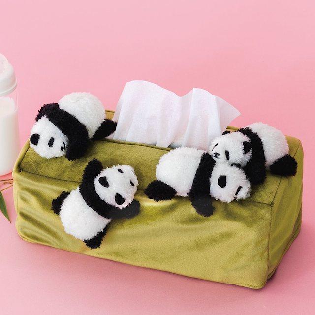 まるで赤ちゃんパンダのお披露目会みたいなボックスティッシュカバー