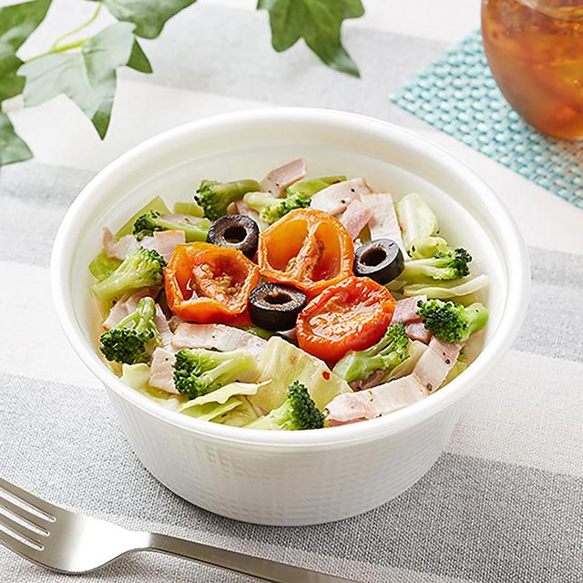【ファミリーマート新商品】ベーコンと野菜のアンチョビオイルパスタ|7月6日発売