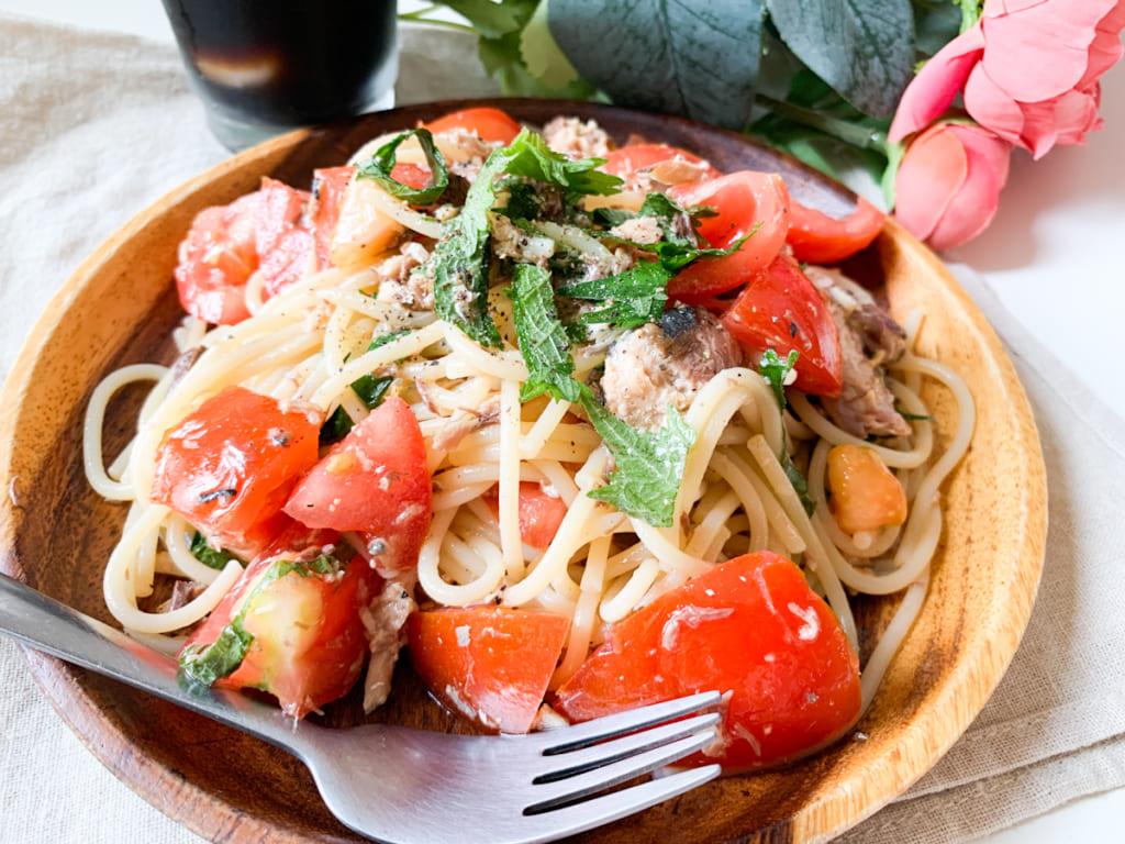 セブンイレブンの「オリーブオイルさば」缶で作る簡単フレッシュトマトの冷製パスタ