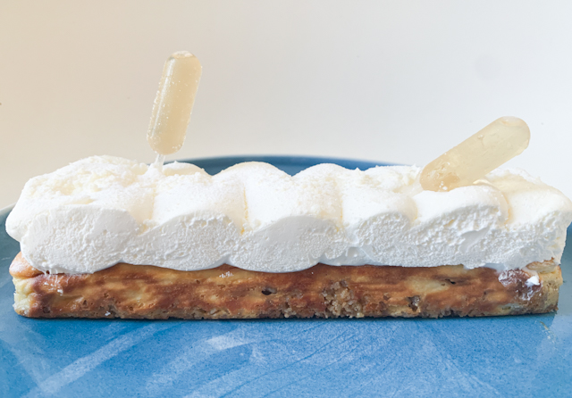 下の部分はゴルゴンゾーラを使用したチーズケーキ