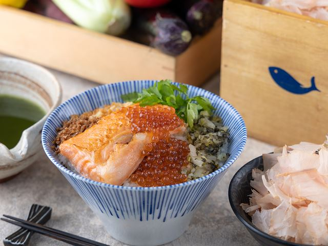 濃厚鮭ハラスと、いくら親子お出汁茶漬け 1,100円(税込)