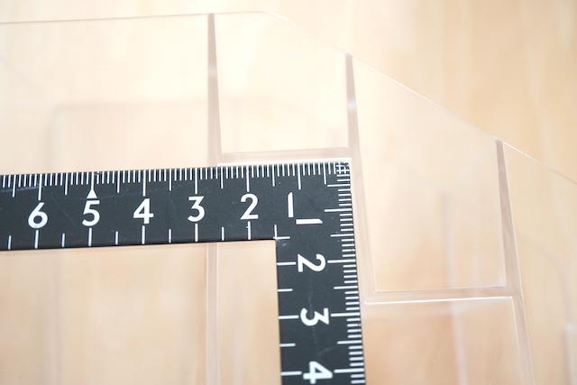 ポケットの幅を測っているところ