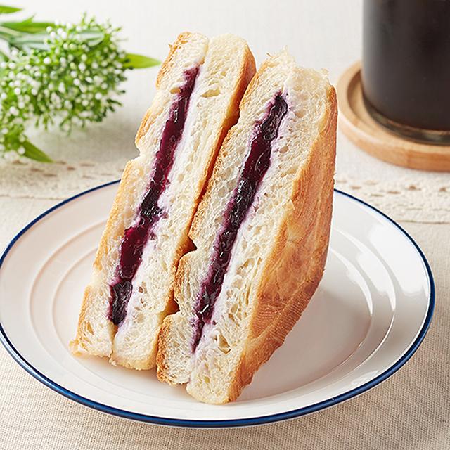 【ファミリーマート新商品】デニッシュサンドブルーベリーとクリームチーズ 8月17日発売