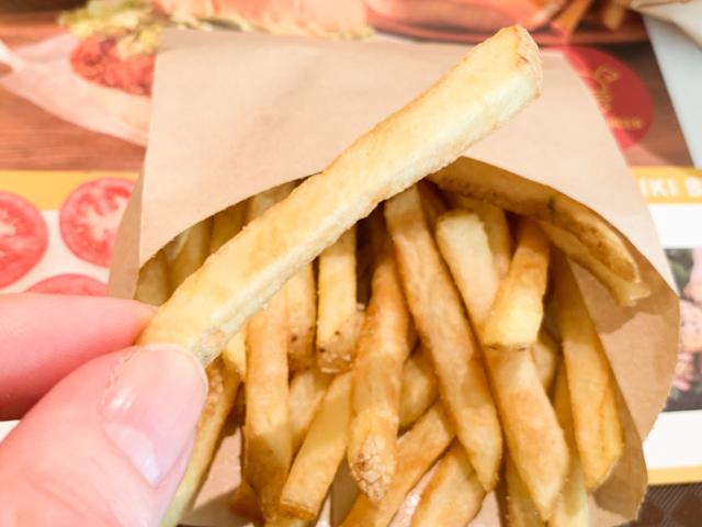ポテトは皮付きの細めにカットしてあり、じゃがいもの味がしっかり感じられました。