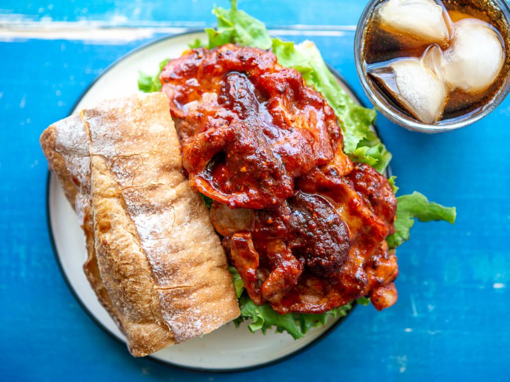 カンボジア風甘辛BBQポークサンド