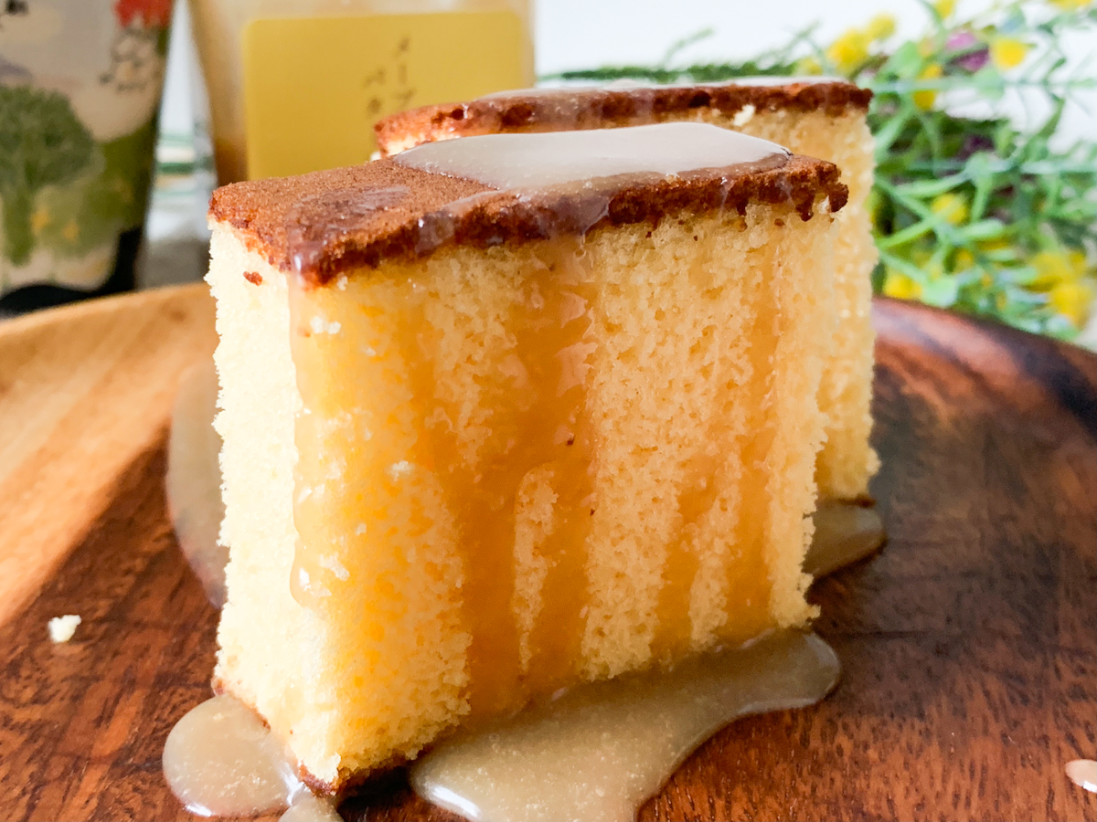 ふわふわのカステラにとろーりメープルバターソースをかけて!新しくなった「百年カステラ」実食ルポ