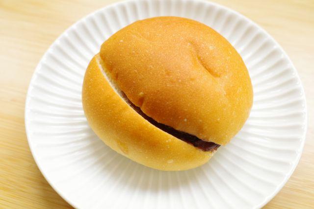 【セブン-イレブン新商品ルポ】かのこ豆がごろっと入った粒あんとバターの甘じょっぱさがたまらない!王道パン「もっちりあんバターブール」